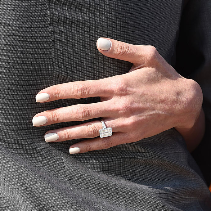 57f7fec5d44 Celebrity-Engagement-Rings-Amal-Alamuddin-new