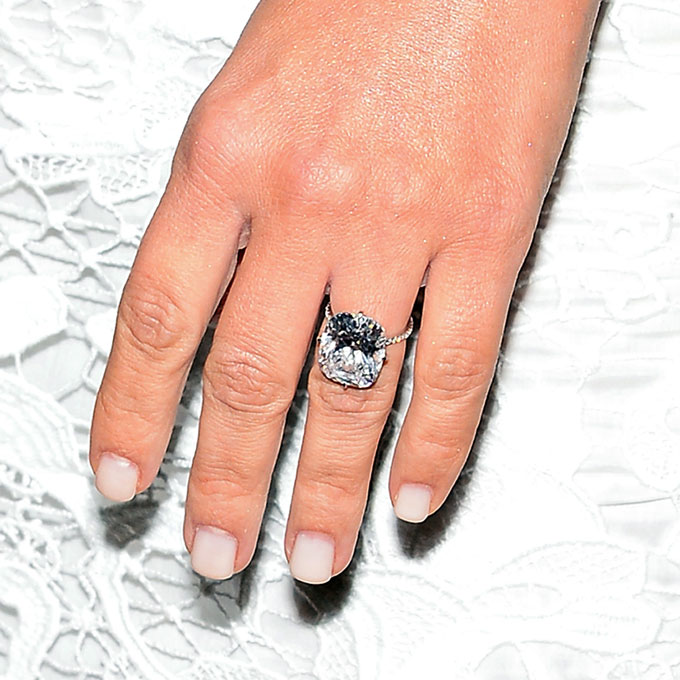 af873502be4 kim-kardashian-engagement-ring-lookalike-intro